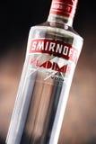 瓶Smirnoff红色标签伏特加酒 免版税图库摄影
