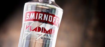 瓶Smirnoff红色标签伏特加酒 图库摄影