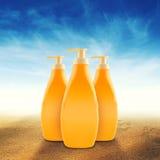瓶Sunbath油或遮光剂 免版税图库摄影