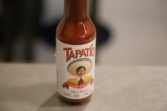 瓶Tapatio辣调味汁 库存照片