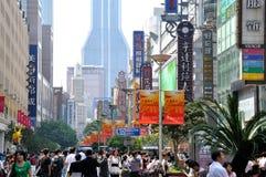 瓷南京路上海购物街道 免版税库存照片