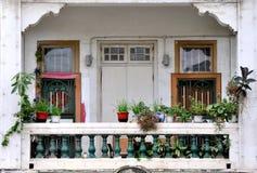 瓷南部的住宅阳台  免版税库存图片