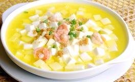 瓷可口食物虾汤豆腐 库存图片