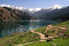 瓷天堂湖s tianchi乌鲁木齐 免版税库存图片