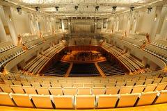 瓷平台大钢琴大厅国家戏院 库存图片