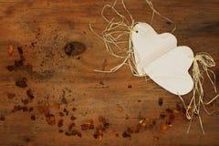 瓷心脏和琥珀 库存照片