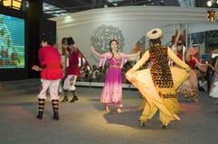 瓷文化舞蹈演员公平的深圳新疆 库存图片