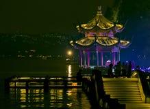 瓷杭州晚上塔 库存照片