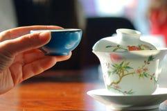 瓷杯子绿茶 库存图片
