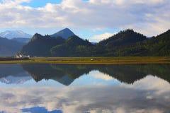 瓷横向本质西藏 免版税库存图片