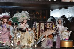 瓷玩偶和小雕象汇集 库存图片