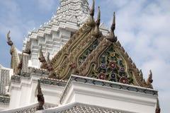 瓷砖城市柱子寺庙的屋顶装饰 库存照片