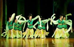 瓷舞蹈舞蹈演员马戏团 免版税库存图片