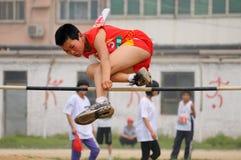 瓷野外比赛跳高学员跟踪 库存图片