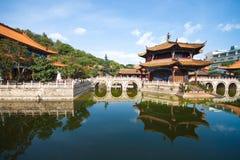 瓷风景寺庙视图yuantong云南 免版税库存照片