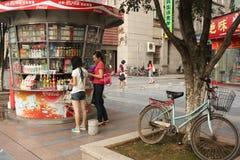 瓷食物报亭街道 免版税图库摄影
