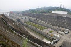 瓷水坝峡谷锁定船三旅行扬子 免版税库存照片