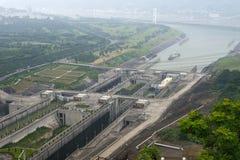 瓷水坝峡谷锁定船三旅行扬子 免版税库存图片