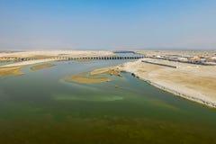 甘加在印度- Kumbha Mela节日的举行的最大的宗教集会的河堤防,地方鸟瞰图  免版税库存照片