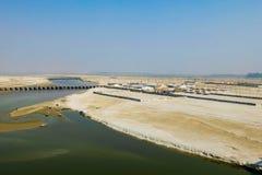 甘加在印度- Kumbha Mela节日的举行的最大的宗教集会的河堤防,地方鸟瞰图  库存照片