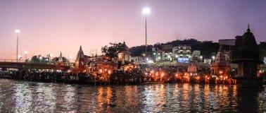 甘加河堤防的人们, Har Ki保里 Har Ki保里是在恒河的银行的一著名ghat在赫尔德瓦尔 库存照片