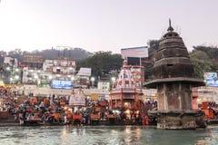 甘加河堤防的人们, Har Ki保里 Har Ki保里是在恒河的银行的一著名ghat在赫尔德瓦尔 免版税库存图片
