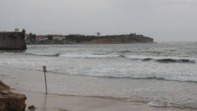 甘博亚海滩在一天结束时在Peniche,葡萄牙 库存图片