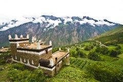 甘孜,瓷,村庄房子,寺庙, 免版税库存照片