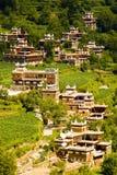甘孜,瓷,村庄房子,寺庙, 免版税库存图片