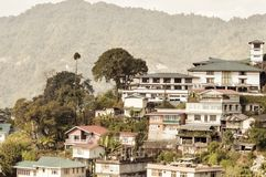 甘托克市,锡金的印度州最大的镇美好的全景视图,位于东部喜马拉雅范围  库存图片