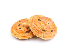 甜丹麦酥皮点心用在白色和葡萄干隔绝的乳蛋糕 库存照片
