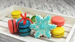甜可口曲奇饼macarons用雪花饼干 图库摄影