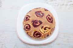 甜可可粉和果酱蛋糕 库存图片