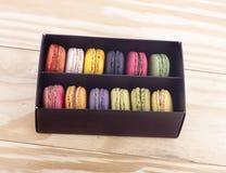 甜和五颜六色的法国蛋白杏仁饼干 库存照片
