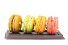 甜和五颜六色的法国蛋白杏仁饼干或macaron 免版税图库摄影