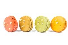 甜和五颜六色的法国蛋白杏仁饼干或macaron 图库摄影