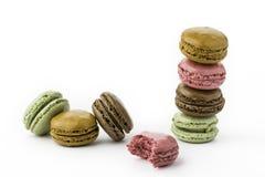 甜和五颜六色的法国蛋白杏仁饼干或macaron 免版税库存照片