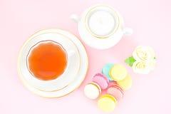 甜和五颜六色的法国蛋白杏仁饼干 免版税图库摄影