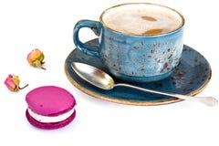 甜和五颜六色的蛋糕用法国蛋白杏仁饼干 图库摄影