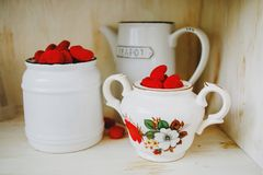 甜和辣gummies,红色果冻甜点 免版税库存照片