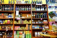 甜商店和酒 免版税库存图片