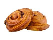 甜小圆面包用在白色背景隔绝的桂香 免版税库存照片