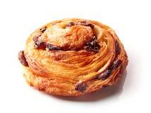 甜小圆面包用在白色隔绝的葡萄干 免版税库存图片