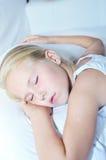 甜小孩小女孩睡觉 库存照片