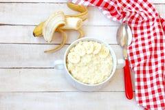 甜小米粥用香蕉 免版税库存图片