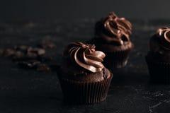 甜巧克力杯形蛋糕 免版税库存图片