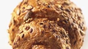 甜新月形面包或小圆面包酥皮点心转动的表面无缝的loopable 4k英尺长度向日葵和芝麻盖的  影视素材