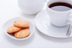 甜曲奇饼饼干用无奶咖啡 图库摄影