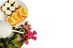 甜果子和多士用巧克力和新饮料与桃红色 免版税图库摄影