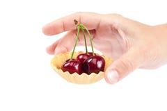 甜樱桃果子在女性手上 免版税库存照片